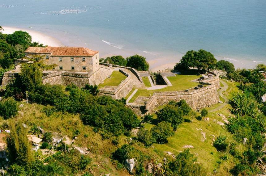 Praia do Forte – Fortaleza de São José da Ponta Grossa