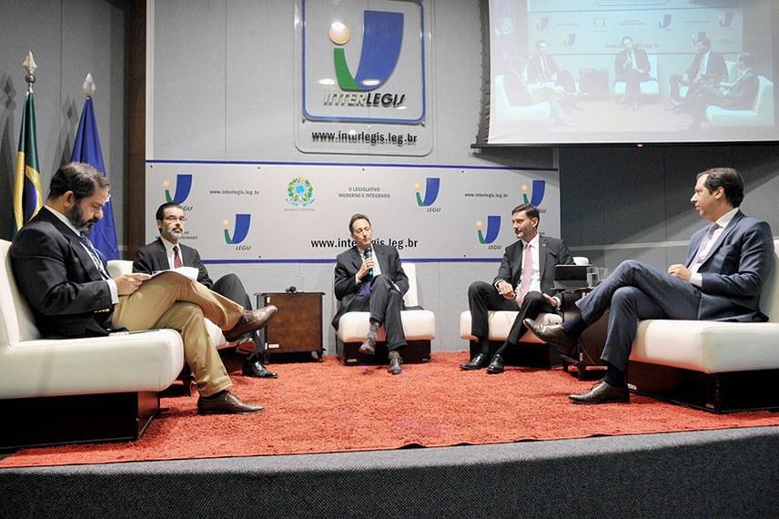 Debate realizado no auditório do Interlegis, no Senado, reúne especialistas em relações internacionais