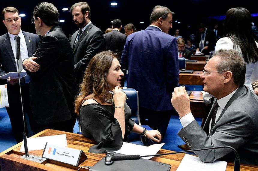 Plenário do Senado Federal durante sessão deliberativa extraordinária.   Votação dos destaques para a proposta de emenda à Constituição (PEC) 6/2019, da reforma da Previdência.    Participam: senador Fernando Bezerra Coelho (MDB-PE);  senador Eduardo Braga (MDB-AM);  senador Flávio Bolsonaro (PSL-RJ);  senadora Kátia Abreu (PDT-TO);  senador Renan Calheiros (MDB-AL).   Foto: Pedro França/Agência Senado