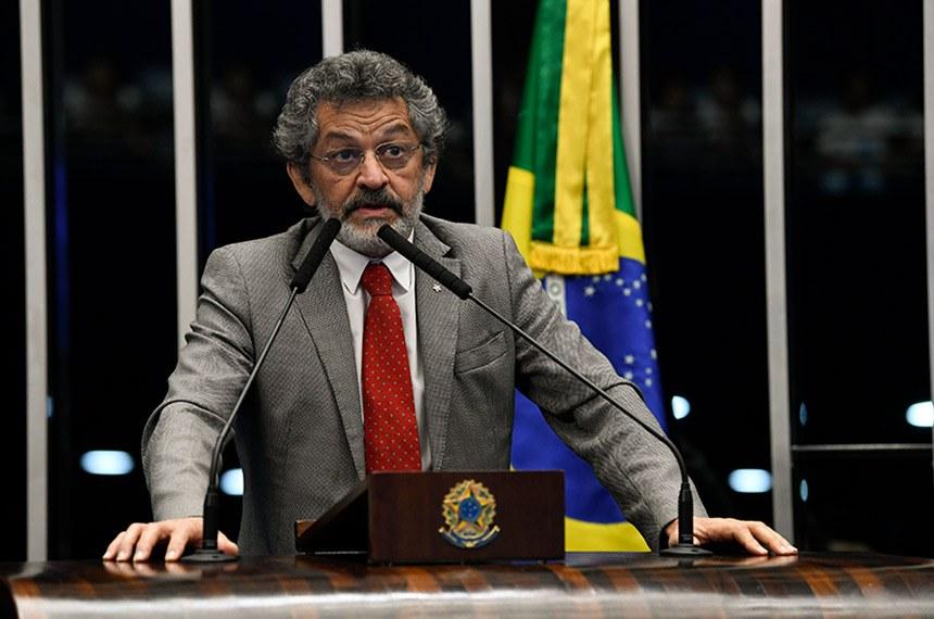 Plenário do Senado Federal durante sessão não deliberativa.   À tribuna, em discurso, senador Paulo Rocha (PT-PA).  Foto: Jefferson Rudy/Agência Senado
