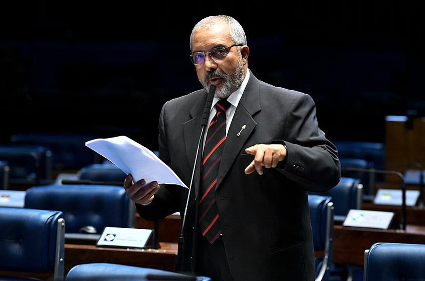 Plenário do Senado Federal durante sessão não deliberativa.   À bancada, em pronunciamento, senador Paulo Paim (PT-RS).  Foto: Jefferson Rudy/Agência Senado