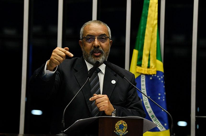 Plenário do Senado Federal durante sessão deliberativa ordinária.   À tribuna, em discurso, senador Paulo Paim (PT-RS).  Foto: Jefferson Rudy/Agência Senado
