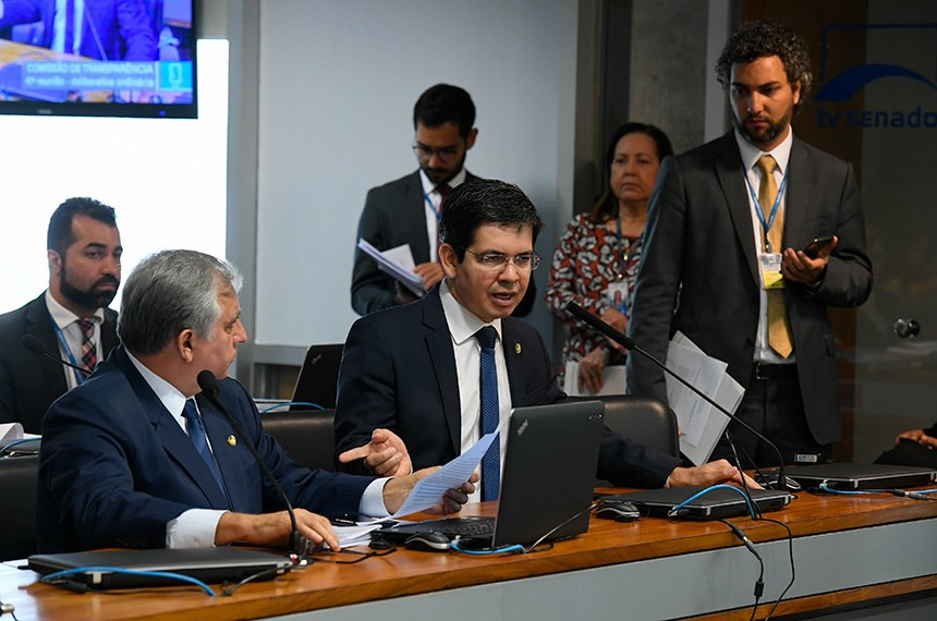 O relator, Randolfe Rodrigues, defendeu a aprovação da matéria