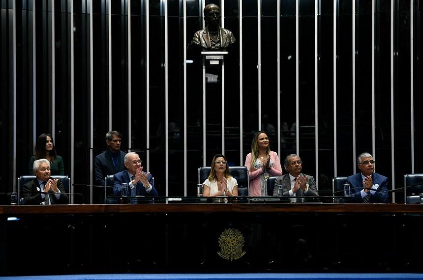 Plenário do Senado Federal durante sessão especial para lançamento da Frente Parlamentar de Transparência dos Gastos Públicos.  Mesa: senador Elmano Férrer (Podemos-PI); senador Arolde de Oliveira (PSD-RJ);  presidente da sessão, senadora Soraya Thronicke (PSL-MS); senador Jayme Campos (DEM-MT); senador Eduardo Girão (Podemos-CE).  Foto: Edilson Rodrigues/Agência Senado