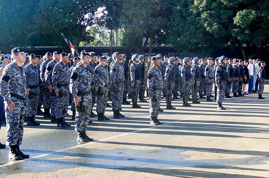 Policiais militares do Batalhão de Operações Policiais Especiais (BOPE). O Bope é uma tropa de elite da Polícia Militar do Distrito Federal e está subordinada ao Comando de Missões Especiais (CME). Seu efetivo é composto por policiais militares, disciplinados e altamente treinados, para situações de alto risco e extremo rigor.