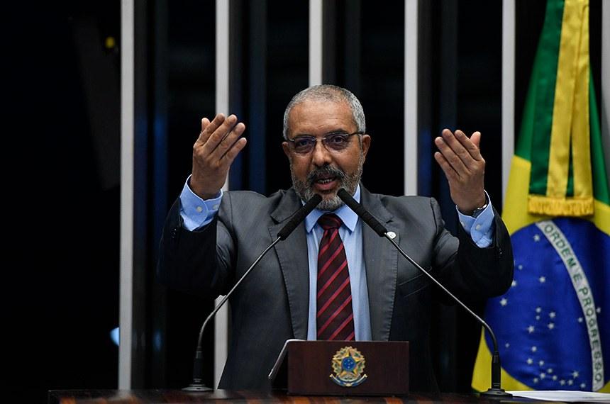 Plenário do Senado Federal durante sessão não deliberativa.   À tribuna, em discurso, senador Paulo Paim (PT-RS).  Foto: Edilson Rodrigues/Agência Senado