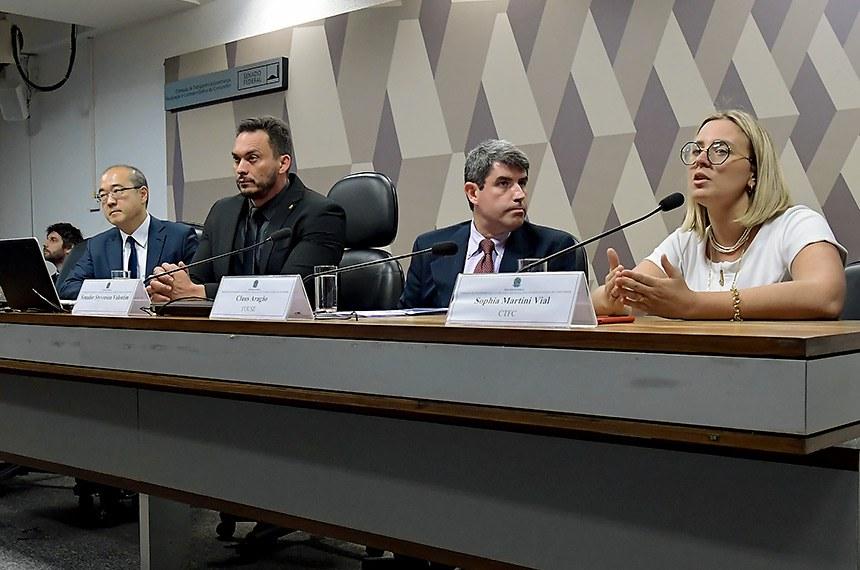 Comissão de Transparência, Governança, Fiscalização e Controle e Defesa do Consumidor (CTFC) realiza 2º Encontro entre a Defesa do Consumidor e o Parlamento a fim de debater o novo marco legal dos planos de saúde, o superendividamento do consumidor, as novas tecnologias e a economia do compartilhamento.  Mesa: diretor de Pesquisas e Projetos do Instituto Brasiliense de Direito Público (IDP), Ricardo Morishita; presidente eventual da CTFC, senador Styvenson Valentim (Podemos-RN); representante da Youse Seguradora, Claus Aragão; presidente da Associação de Procons, Sophia Vidal.  Foto: Waldemir Barreto/Agência Senado