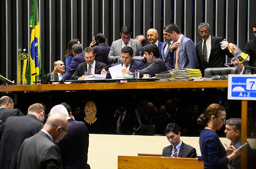 Plenário da Câmara dos Deputados durante sessão conjunta do Congresso Nacional destinada à apreciação de vetos e projetos de suplementação de verbas para diversos órgãos públicos.   À mesa, presidente do Senado Federal, senador Davi Alcolumbre (DEM-AP), conduz sessão.  Foto: Marcos Oliveira/Agência Senado