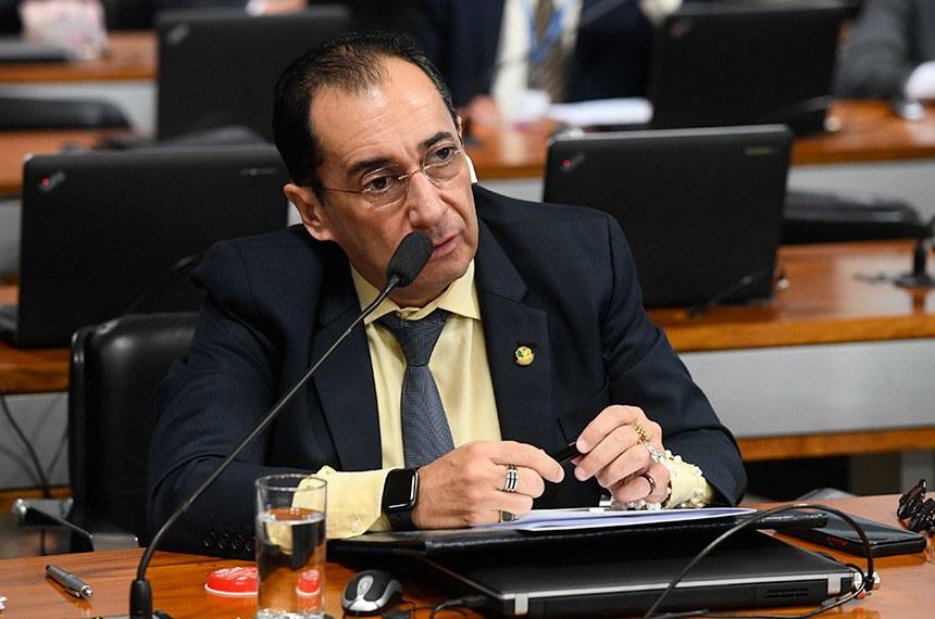 Comissão de Assuntos Econômicos (CAE) realiza reunião com 18 itens. Entre eles, o PLS 466/2015, que impede o contingenciamento de recursos para as parcerias e convênios.  Em pronunciamento, à bancada, senador Jorge Kajuru (Cidadania-GO).  Foto: Marcos Oliveira/Agência Senado