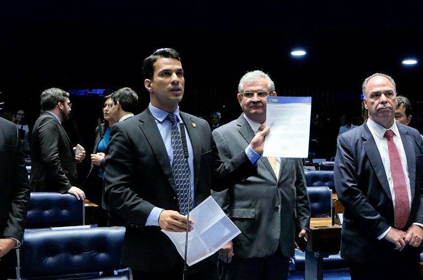 Plenário do Senado Federal durante sessão deliberativa ordinária. Ordem do dia. \r\rÀ bancada, em pronunciamento, senador Irajá (PSD-TO). \r\rParticipam: \rsenador Angelo Coronel (PSD-BA); \rsenador Fernando Bezerra Coelho (MDB-PE).\r\rFoto: Roque de Sá/Agência Senado
