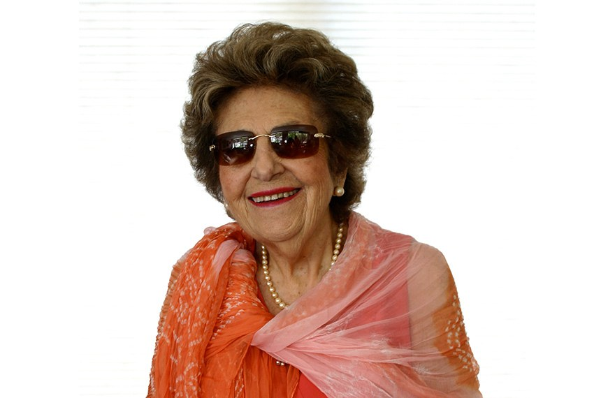 Dorina de Gouvêa Nowill faleceu em 29 de agosto de 2010, aos 91 anos de idade. Deixou ao Brasil e ao mundo uma instituição reconhecida pela qualidade de seus livros acessíveis e serviços de reabilitação. Deixou à pessoa com deficiência visual a oportunidade de viver com dignidade e às pessoas que enxergam uma lição de vida.
