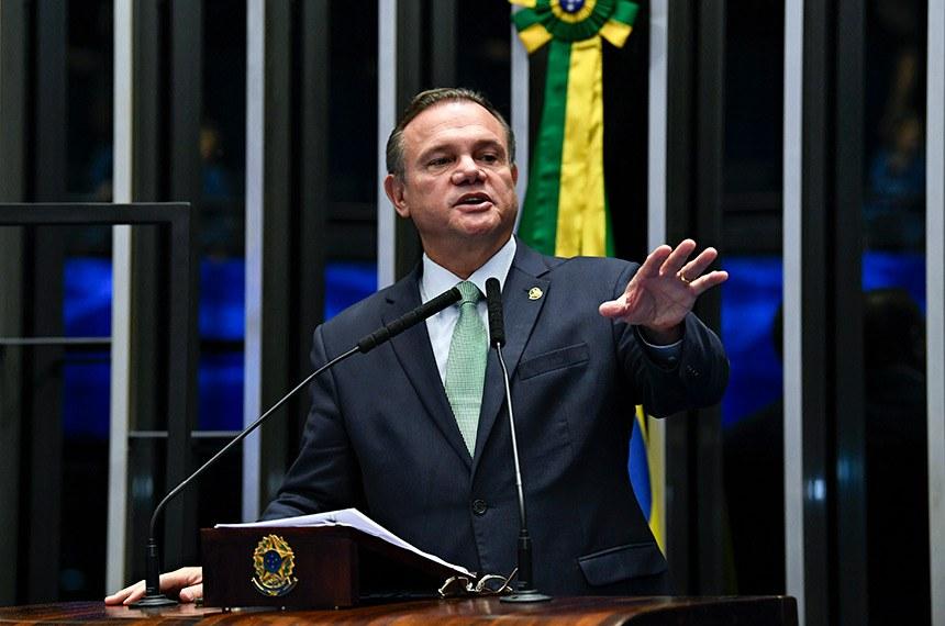Plenário do Senado Federal durante sessão não deliberativa.   Em discurso, à tribuna, senador Wellington Fagundes (PL-MT).  Foto: Jefferson Rudy/Agência Senado