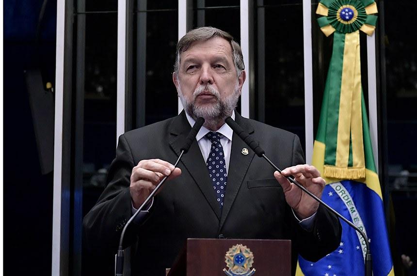 Plenário do Senado Federal durante sessão não deliberativa.   Em discurso, à tribuna, senador Flávio Arns (Rede-PR).  Foto: Waldemir Barreto/Agência Senado