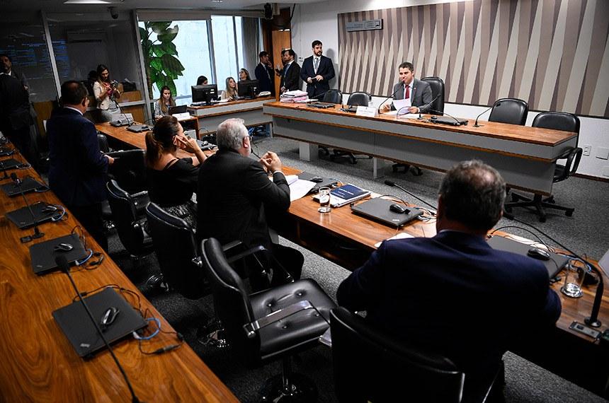 Comissão de Serviços de Infraestrutura (CI) realiza reunião deliberativa com 23 itens. Entre eles, o PLS 232/2016, que trata da portabilidade da conta de luz.  À mesa, presidente da CI, senador Marcos Rogério (DEM-RO), conduz reunião.  Bancada: senador Lucas Barreto (PSD-AP);  senador Jean Paul Prates (PT-RN); senadora Kátia Abreu (PDT-TO);  senador Zequinha Marinho (PSC-PA).  Foto: Pedro França/Agência Senado