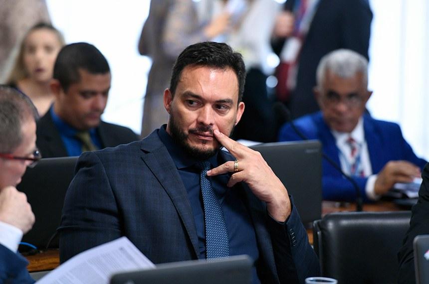O relator, Styvenson Valentim, limitou a isenção aos alunos comprovadamente carentes
