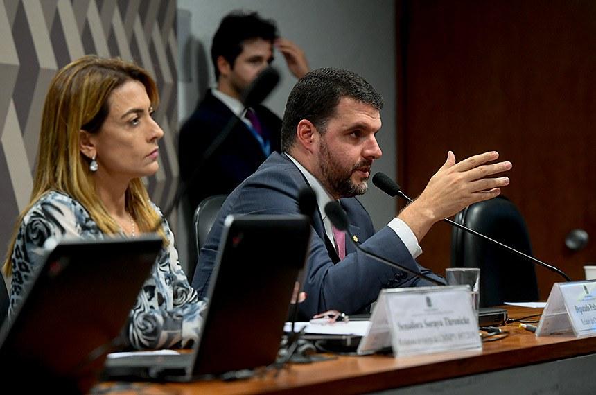 Comissão Mista da Medida Provisória n° 897, de 2019, que institui o Fundo de Aval Fraterno, dispõe sobre o patrimônio de afetação de propriedades rurais, a Cédula Imobiliária Rural, a escrituração de títulos de crédito e a concessão de subvenção econômica para empresas cerealistas, e dá outras providências, realiza reunião para apreciação de relatório.  Mesa: relatora revisora da CMMPV 897/2019, senadora Soraya Thronicke (PSL-MS); relator da CMMPV 897/2019, deputado Pedro Lupion (DEM-PR).  Foto: Marcos Oliveira/Agência Senado