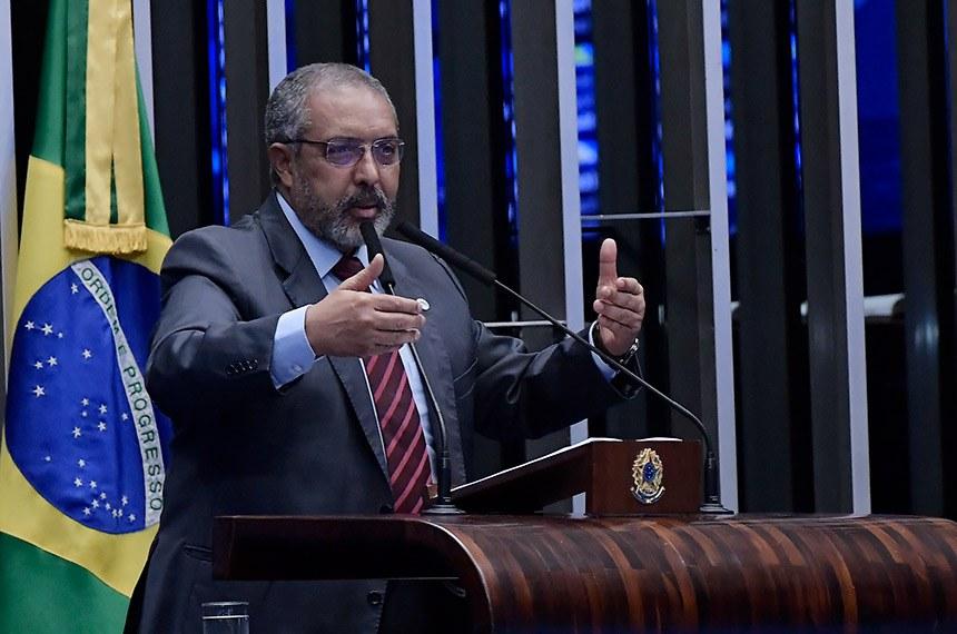 Plenário do Senado Federal durante sessão deliberativa ordinária.   Em discurso, à tribuna, senador Paulo Paim (PT-RS).  Foto: Waldemir Barreto/Agência Senado