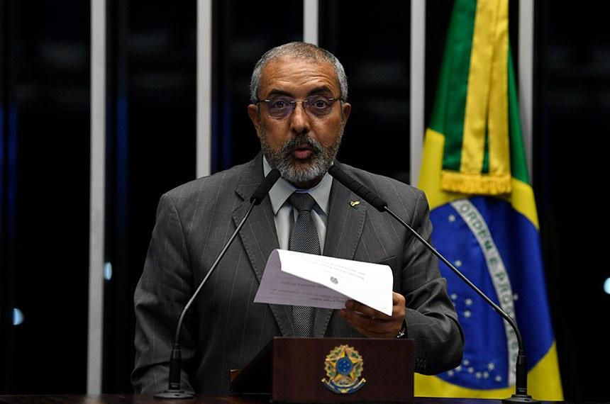Plenário do Senado Federal durante sessão não deliberativa.   Em discurso, à tribuna, senador Paulo Paim (PT-RS).  Foto: Jefferson Rudy/Agência Senado