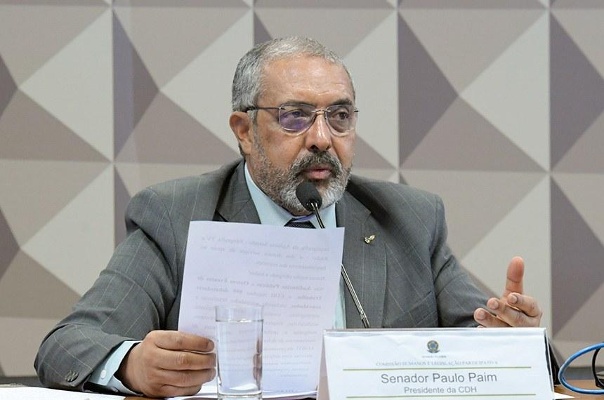 Comissão de Direitos Humanos e Legislação Participativa (CDH) realiza reunião para apresentação do Relatório das Atividades da CDH de 2019.  Em pronunciamento, à mesa, presidente da CDH, senador Paulo Paim (PT-RS).  Foto: Geraldo Magela/Agência Senado