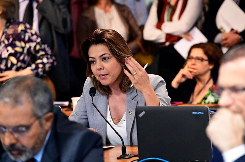 Comissão de Assuntos Sociais (CAS) realiza reunião deliberativa com 33 itens. Entre eles, o PL 2.708/2019, que prevê oferta obrigatória de internação domiciliar por planos de saúde.   À bancada, em pronunciamento, senadora Leila Barros (PSB-DF).  Foto: Geraldo Magela/Agência Senado