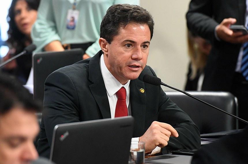 Comissão de Assuntos Econômicos (CAE) realiza reunião com 18 itens. Entre eles, o PLS 466/2015, que impede o contingenciamento de recursos para as parcerias e convênios.  Em pronunciamento, senador Veneziano Vital do Rêgo (PSB-PB).  Foto: Marcos Oliveira/Agência Senado