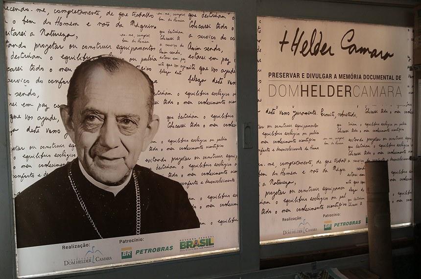 Dom Hélder Câmara se destacou pela defesa da justiça social e dos direitos humanos no Brasil