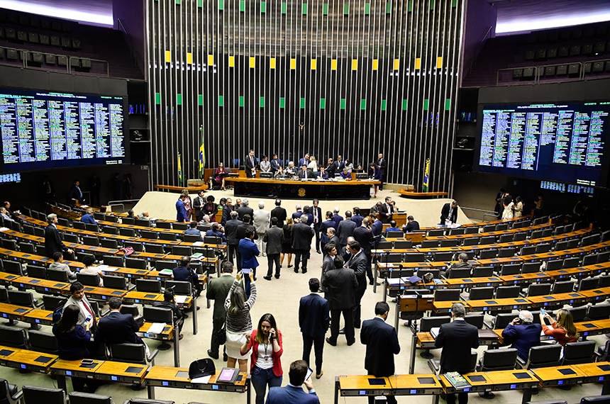 Plenário da Câmara dos Deputados durante sessão conjunta do Congresso Nacional destinada à apreciação de destaques aos vetos 35 e 44 de 2019 e de projetos de créditos orçamentários.   Mesa:  deputada Soraya Santos (PL-RJ);  deputada Luiza Erundina (PSOL-SP); senador Lucas Barreto (PSD-AP); deputada Joice Hasselmann (PSL-SP); presidente do Senado Federal, senador Davi Alcolumbre (DEM-AP);  diretor da Secretaria do Congresso Nacional, Waldir Bezerra de Miranda; deputado Coronel Tadeu (PSL-SP).  Foto: Jonas Pereira/Agência Senado
