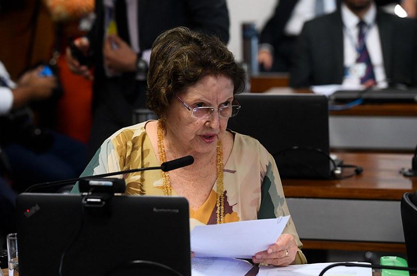 Comissão de Educação, Cultura e Esporte (CE) realiza reunião deliberativa com 18 itens. Entre eles, o PL 3.964/2019, que regulamenta apresentações em meios de transporte.  Em pronunciamento, à bancada, senadora Maria do Carmo Alves (DEM-SE).  Foto: Marcos Oliveira/Agência Senado