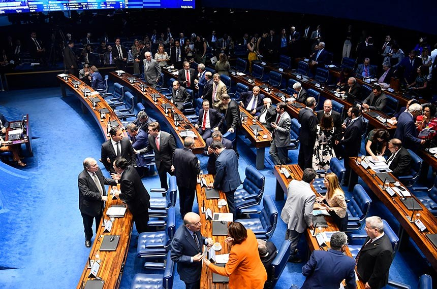 Plenário do Senado Federal durante sessão deliberativa ordinária. Ordem do dia.  Participam: governador do Estado do Ceará, Camilo Santana; senador Weverton (PDT-MA);  senador Omar Aziz (PSD-AM);  deputado Aécio Neves (PSDB-MG);  senador Elmano Férrer (Podemos-PI); senador Jayme Campos (DEM-MT); senador Lucas Barreto (PSD-AP);  senador Tasso Jereissati (PSDB-CE);  senador Oriovisto Guimarães (Podemos-PR); senadora Soraya Thronicke (PSL-MS); senador Alvaro Dias (Podemos-PR);  senador Eduardo Girão (Podemos-CE); senador Major Olimpio (PSL-SP);  senadora Simone Tebet (MDB-MS);  senadora Leila Barros (PSB-DF);  deputado Pauderney Avelino (DEM-AM); senador Reguffe (Podemos-DF);  senador Plínio Valério (PSDB-AM);  senador Izalci Lucas (PSDB-DF).  Foto: Jonas Pereira/Agência Senado