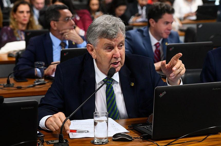 Luís Carlos Heinze deu voto favorável ao projeto