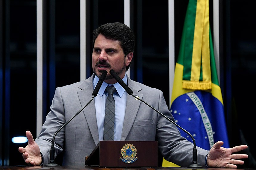 O senador Marcos do Val relatou o projeto no Senado