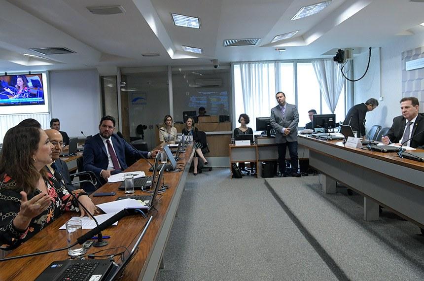 Comissão de Ciência, Tecnologia, Inovação, Comunicação e Informática (CCT) realiza reunião para apreciação do relatório de avaliação de política pública.  Presidente da CCT, senador Vanderlan Cardoso (PP-GO) à mesa.  Senadora Kátia Abreu (PDT-TO) em pronunciamento à bancada.   Foto: Pedro França/Agência Senado
