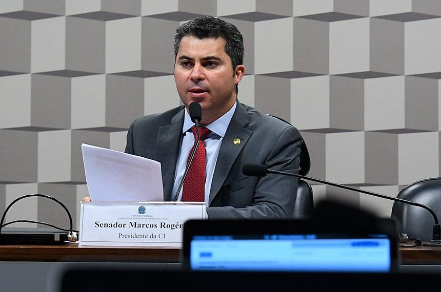 Comissão de Serviços de Infraestrutura (CI) realiza reunião deliberativa. 1ª parte: apresentação do relatório anual da comissão em 2019 - 2ª parte: apreciação de requerimento.  À mesa, presidente da CI, senador Marcos Rogério (DEM-RO), conduz reunião.  Foto: Geraldo Magela/Agência Senado