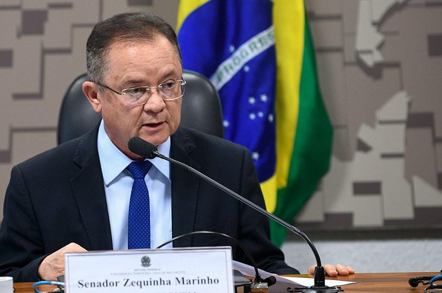 Subcomissão Temporária Usina de Belo Monte (CDRUBM) realiza reunião para apreciação de relatório e requerimento.  Presidente da CDRUBM, senador Zequinha Marinho (PSC-PA) em pronunciamento à mesa.  Foto: Pedro França/Agência Senado