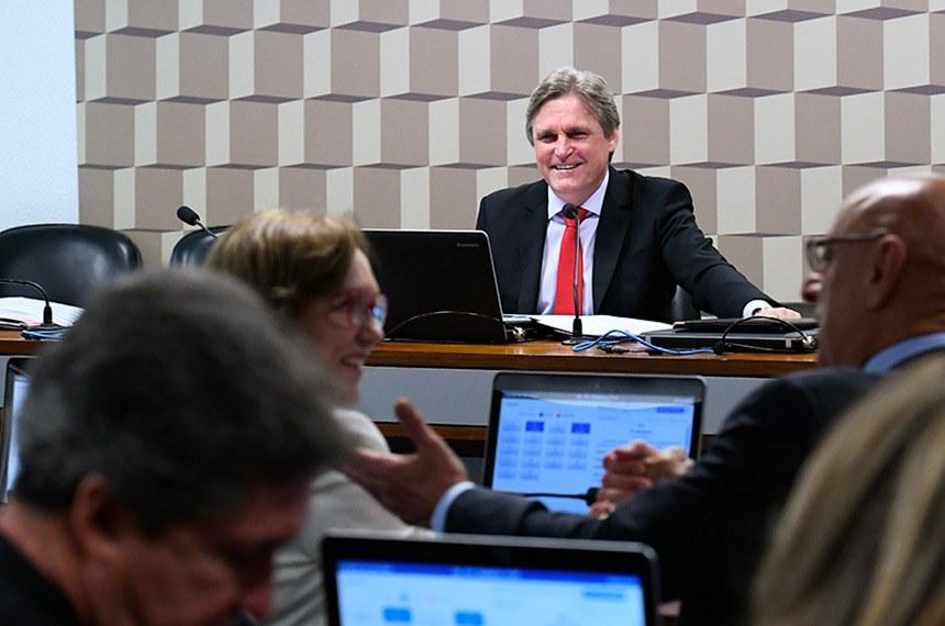 Presidente da Comissão de Educação, Dário Berger apresentou projeto para conceder meia-entrada a professores