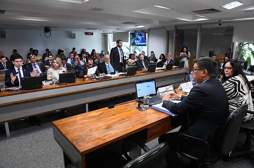 CPI de Brumadinho (CPIBRUM) realiza reunião para apresentação do relatório final.  Mesa:  presidente da CPIBRUM, senadora Rose de Freitas (Podemos-ES); relator da CPIBRUM, senador Carlos Viana (PSD-MG).  Bancada: senador Randolfe Rodrigues (Rede-AP);  senadora Juíza Selma (PSL-MT);  senador Jorge Kajuru (PSB-GO); senador Jaques Wagner (PT-BA);  senador Antonio Anastasia (PSDB-MG); senador Dário Berger (MDB-SC).  Foto: Marcos Oliveira/Agência Senado