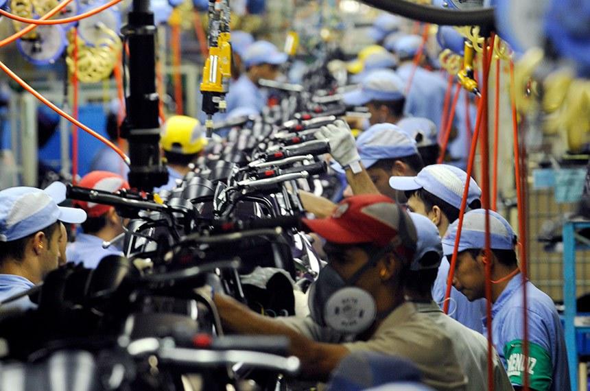 Fábrica da Yamaha. Linha de montagem de motocicletas Yamaha. Chão de fábrica.  Manaus (AM) 26.10.2010   Foto: José Paulo Lacerda