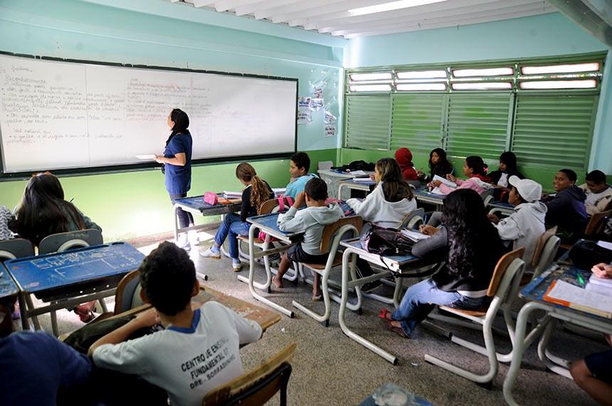 Alunos em sala de aula no Centro de Ensino Fundamental 07 de Sobradinho.