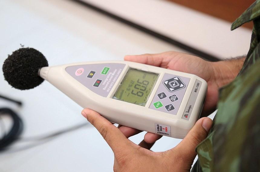 Aparelho medidor da Poluição Sonora ( Deciberímetro )