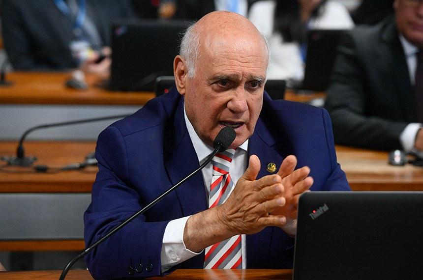 O senador Lasier Martins (Podemos-RS) é o autor da PEC 35/2015, que tem relatório do senador Antonio Anastasia (PSDB-MG)