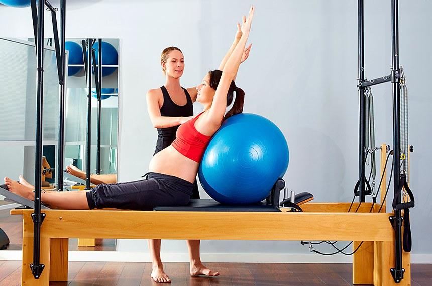 Gestante faz aulas de Pilates