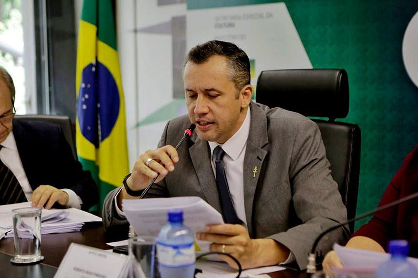 secretário de cultura Roberto Alvim