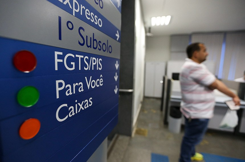 Brasília - Agências da Caixa abrem das 9h às 15h neste sábado (11) consulta e saque dos recursos das contas inativas do Fundo de Garantia do Tempo de Serviço.  (Marcelo Camargo/Agência Brasil)