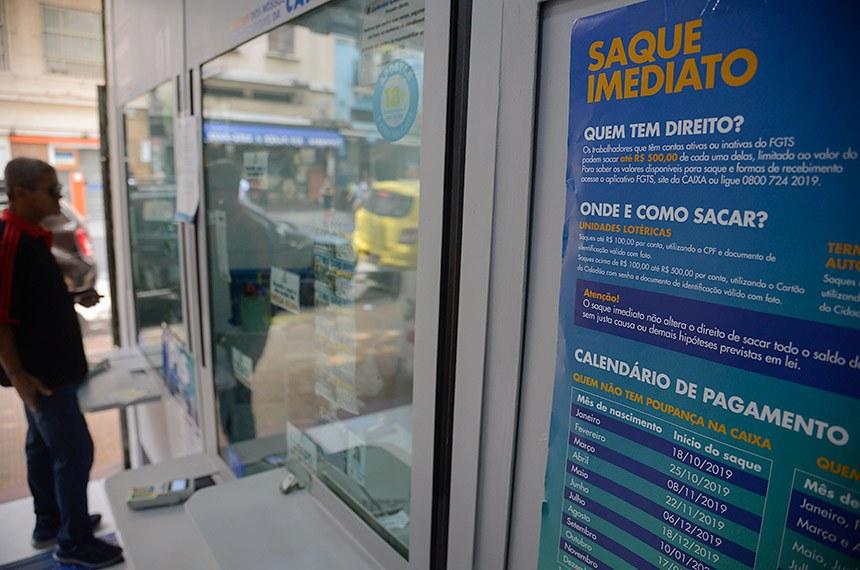 Atendimento na Lotérica da Avenida Gomes Freie, no centro, para saque em contas do Fundo de Garantia do Tempo de Serviço (FGTS) para nascidos em janeiro não correntistas da Caixa Econômica Federal.