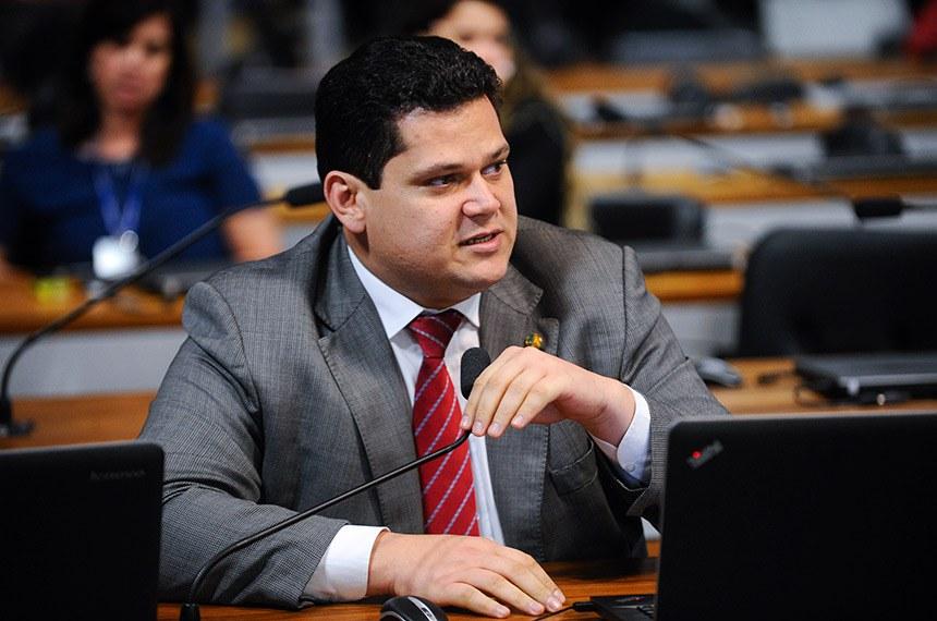 Comissão Parlamentar de Inquérito (CPIHSBC) realiza reunião para apresentação do relatório final.   Em pronunciamento, senador Davi Alcolumbre (DEM-AP).  Foto: Marcos Oliveira/Agência Senado