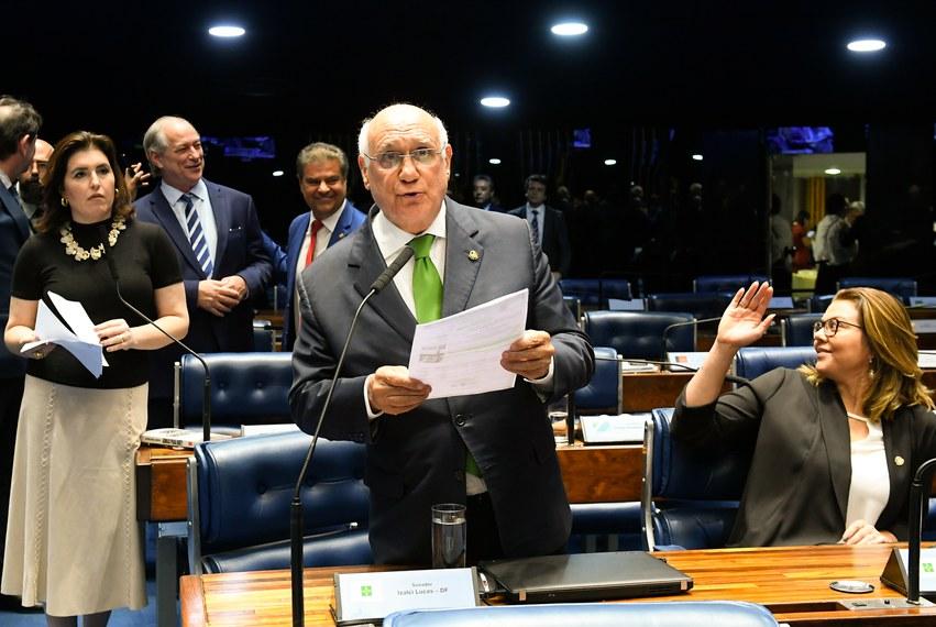 A senadora Simone Tebet (à esq.) e o senador Lasier Martins no Plenário