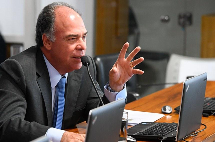 Comissão de Assuntos Econômicos (CAE) realiza audiência pública interativa para discutir as diretrizes, implementação e perspectivas futuras da política monetária.   Em pronunciamento, senador Fernando Bezerra Coelho (MDB-PE).  Foto: Marcos Oliveira/Agência Senado