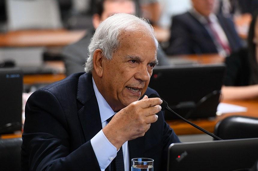 Comissão de Assuntos Econômicos (CAE) realiza reunião deliberativa com  2 itens: autorização de empréstimos para Ponta Porã/MS e Araguaína/TO.  Em pronunciamento, à bancada, senador Oriovisto Guimarães (Podemos-PR).  Foto: Marcos Oliveira/Agência Senado