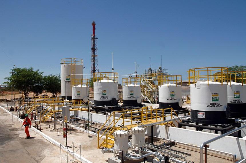6/3/2007 - Tanques da planta experimental de biodiesel no pólo industrial de Guamaré-RN
