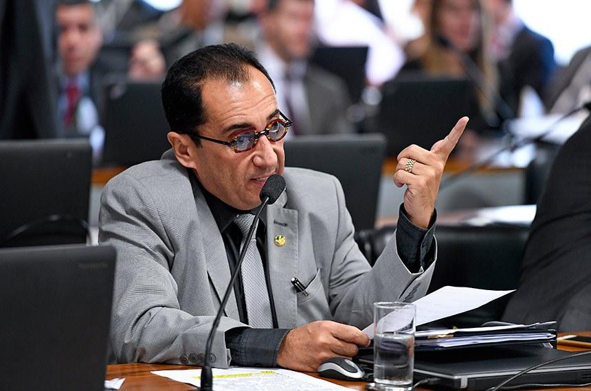 Comissão de Assuntos Econômicos (CAE) realiza reunião com 10 itens na pauta.  Em pronunciamento, à bancada, senador Jorge Kajuru (PSB-GO).  Foto: Edilson Rodrigues/Agência Senado